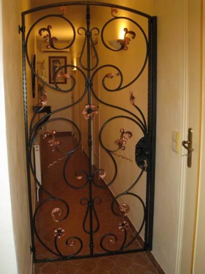 porte en fer forg hy res ferronnier var 83 ferronnerie d 39 art la reinette. Black Bedroom Furniture Sets. Home Design Ideas