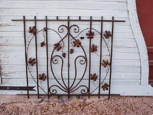 grille d corative de fen tre en grappe de raisin saint maximin ferronnier var 83. Black Bedroom Furniture Sets. Home Design Ideas