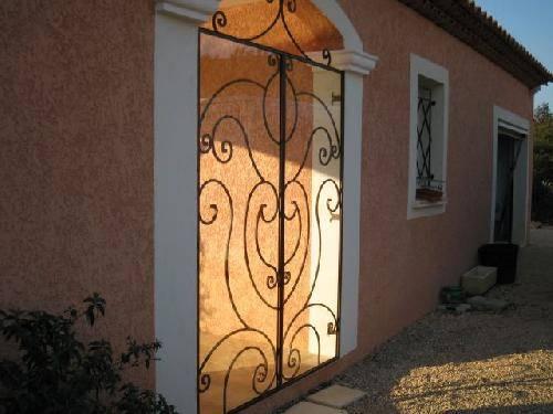Porte en fer forg double vantaux cannes ferronnier var 83 ferronnerie d 39 art la reinette for Porte villa en fer