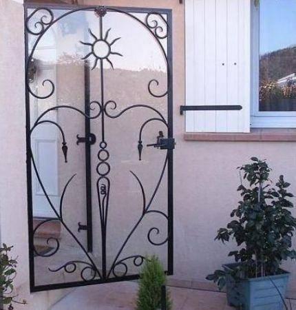 Porte vitr e style tournesol toulon ferronnier var 83 ferronnerie d 39 art la reinette for Porte en fer et verre
