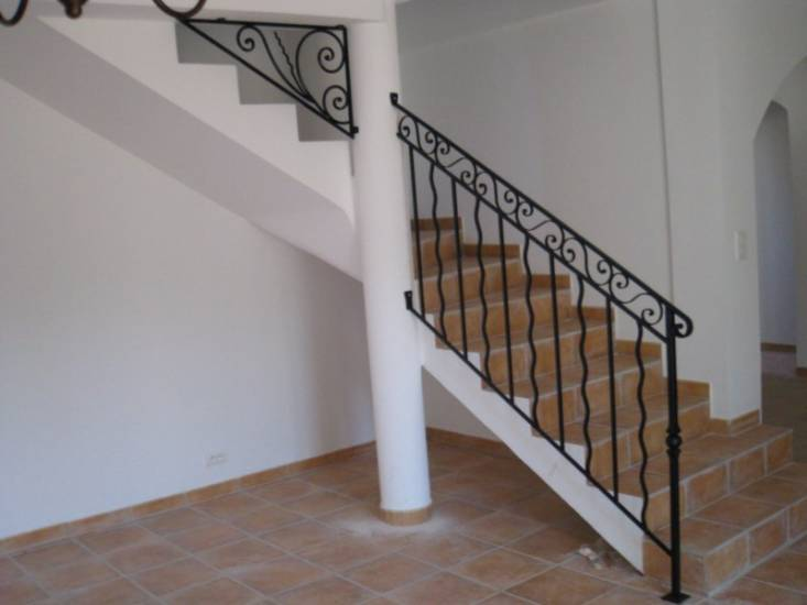 garde corps en fer forg avec frise sur mesure poser aix en provence ferronnier var 83. Black Bedroom Furniture Sets. Home Design Ideas