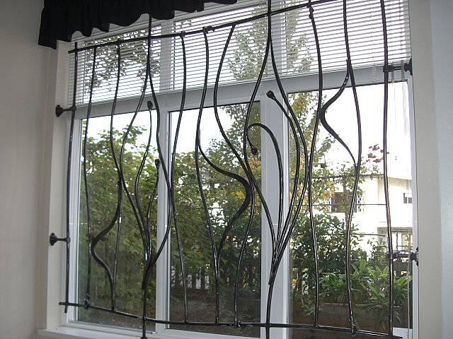 Grille De Fenêtre à Aix En Provence En Fer Forge Style Art Deco