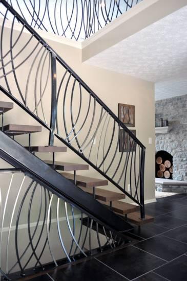 Rampe d\'escalier moderne en fer forgé à Cuers dans le Var ...