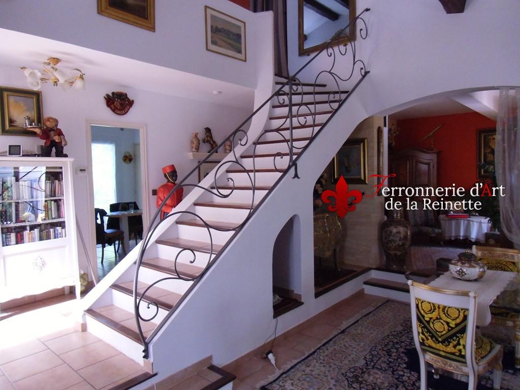 rampe d 39 escalier en fer forg aix en provence ferronnier var 83 ferronnerie d 39 art la reinette. Black Bedroom Furniture Sets. Home Design Ideas