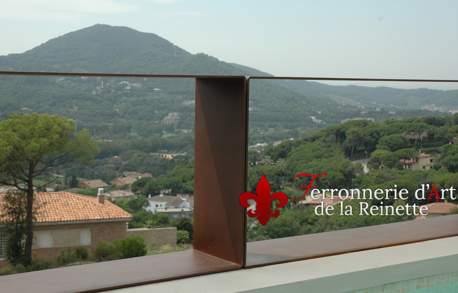 balustrade en acier corten effet rouill bandol ferronnier var 83 ferronnerie d 39 art la. Black Bedroom Furniture Sets. Home Design Ideas