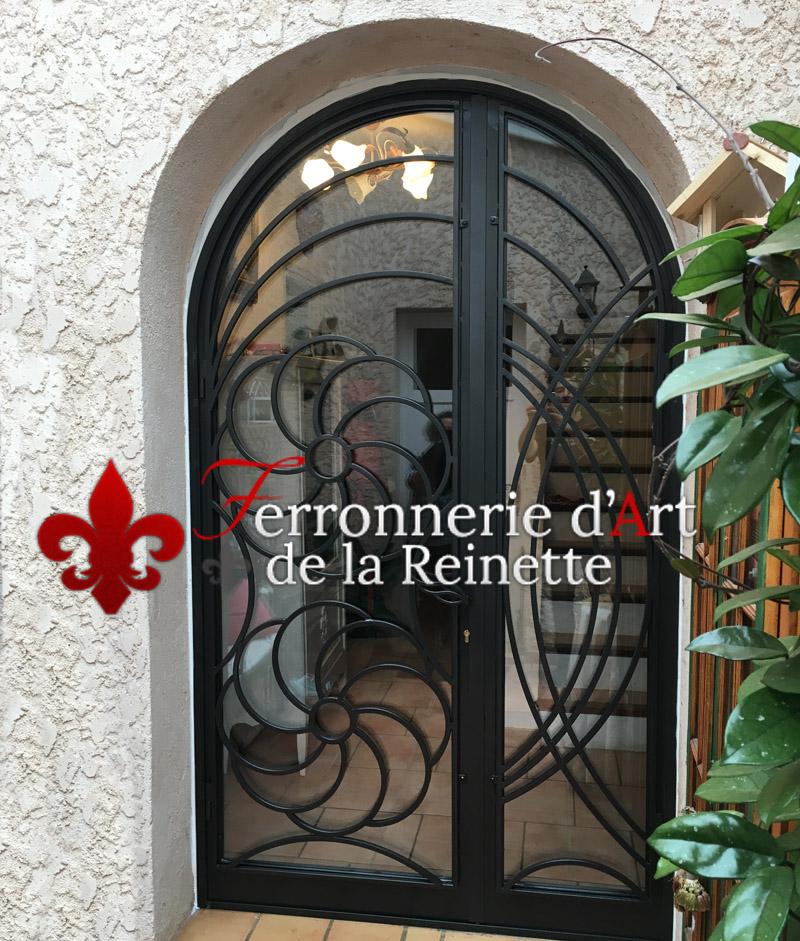 Ferronnerie d 39 art brignoles fabrication de pergola et marquise ferronnerie d 39 art la reinette for Porte en verre et fer forge