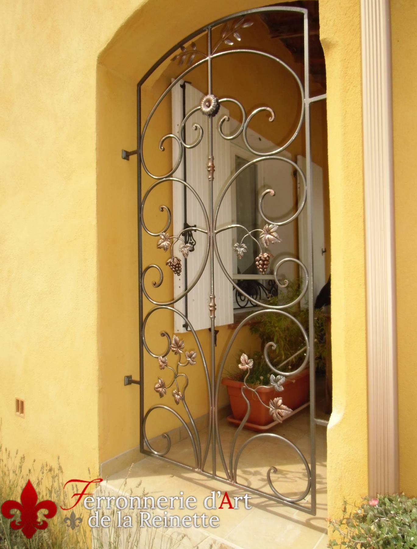 Grille et porte de s curit en fer plein bandol ferronnier var 83 ferronnerie d 39 art la - Grille de securite pour porte ...