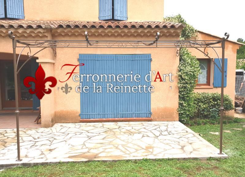 Pergola à l'ancienne sur mesure en fer forgé à Simiane 13 - Ferronnerie d'Art La Reinette