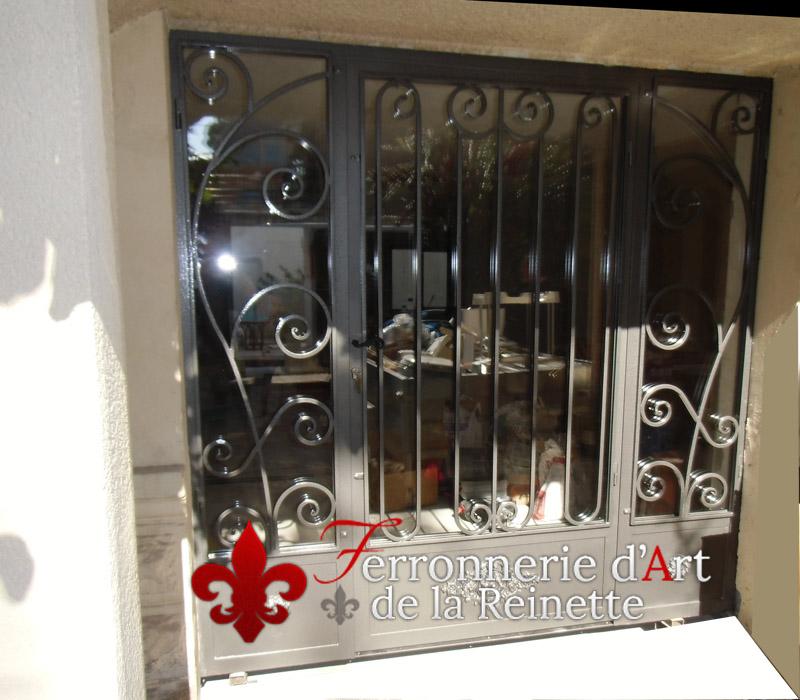Porte et grille en fer forg salon de provence ferronnier var 83 ferronnerie d 39 art la reinette for Porte entree fer forge villa