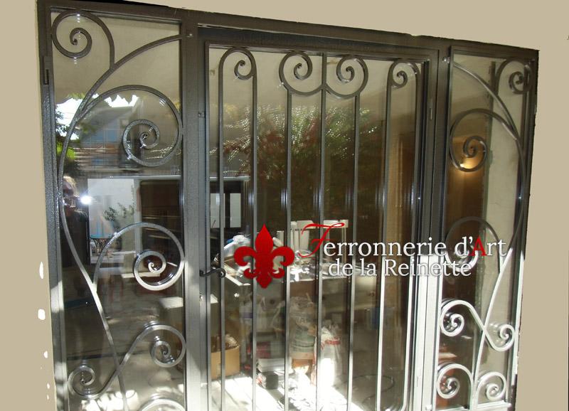 porte et grille en fer forg salon de provence ferronnier var 83 ferronnerie d 39 art la reinette. Black Bedroom Furniture Sets. Home Design Ideas