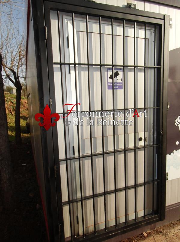 Porte grille de s curit pour chantier toulon Anti effraction porte fenetre