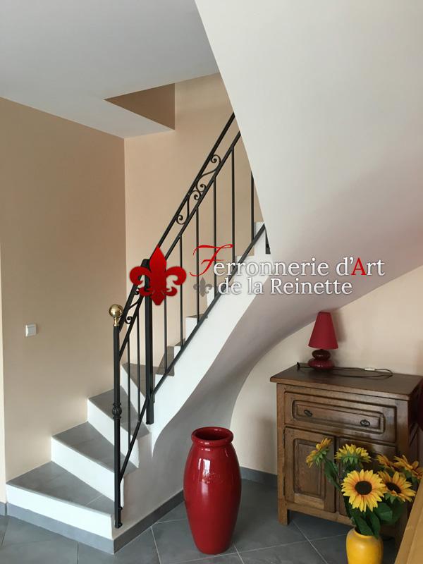 Rampe en fer forgé sur mesure pour escalier intérieur à Aix en ...