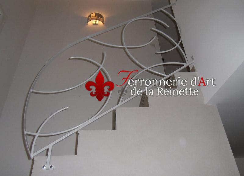 rampe d 39 escalier en fer forg peint toulon ferronnier var 83 ferronnerie d 39 art la reinette. Black Bedroom Furniture Sets. Home Design Ideas