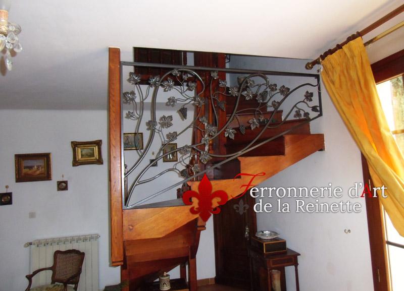 rampe d 39 escalier en fer forg saint maximin ferronnier var 83 ferronnerie d 39 art la reinette. Black Bedroom Furniture Sets. Home Design Ideas