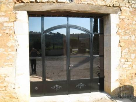 baie vitr e en fer forg double vitrage sur mesure ferronnier var 83 ferronnerie d 39 art la. Black Bedroom Furniture Sets. Home Design Ideas