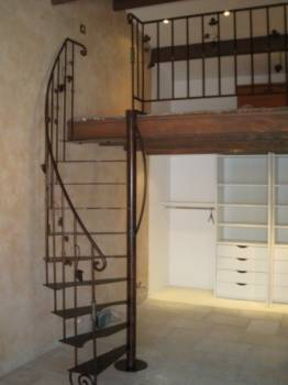 escalier en fer pour une mezzanine marseille ferronnier var 83 ferronnerie d 39 art la reinette. Black Bedroom Furniture Sets. Home Design Ideas
