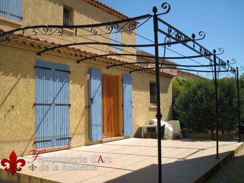 Fer pour pergola gallery of abri de terrasse fer forg en for Pergola bois jardiland