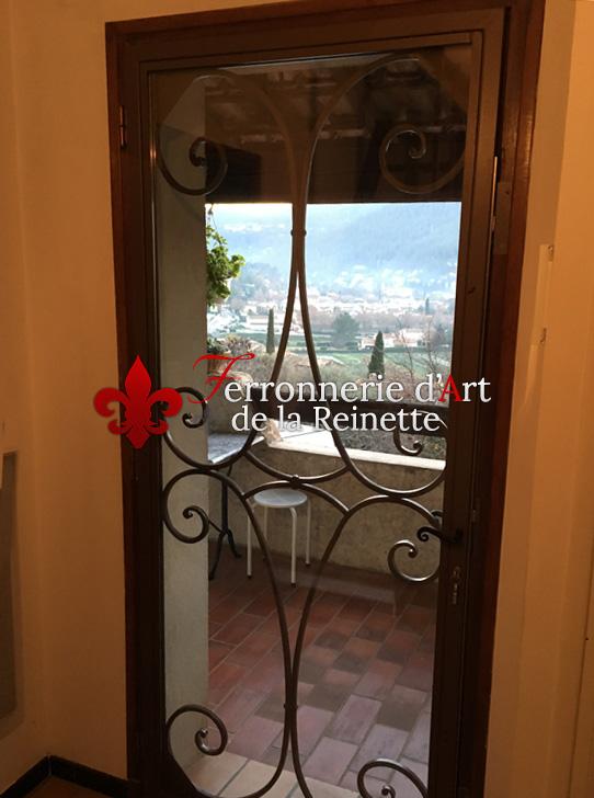 fabrication de portails portes et grilles sur mesure dans le var ferronnerie d 39 art la reinette. Black Bedroom Furniture Sets. Home Design Ideas