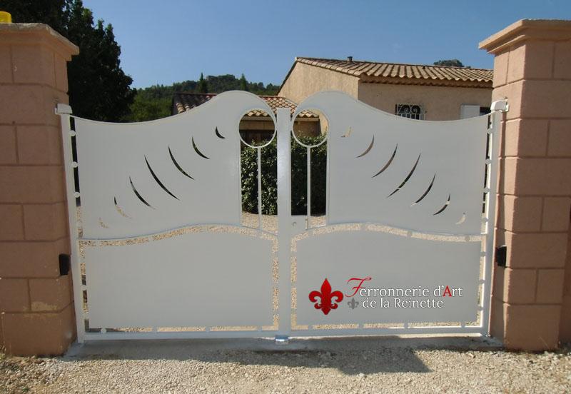 r alisation de portail en fer forg brignoles ferronnerie d 39 art la reinette. Black Bedroom Furniture Sets. Home Design Ideas