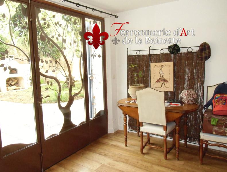 fabrication de portails portes et grilles sur mesure dans. Black Bedroom Furniture Sets. Home Design Ideas