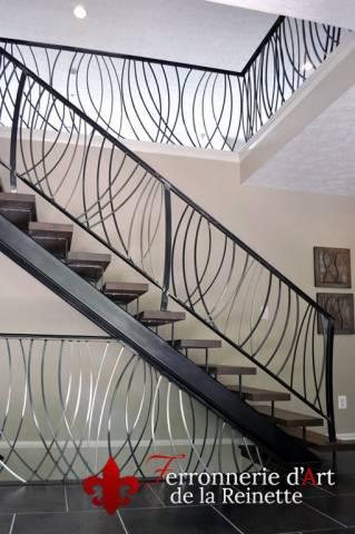 rampe d 39 escalier moderne en fer forg cuers dans le var ferronnier var 83 ferronnerie d. Black Bedroom Furniture Sets. Home Design Ideas