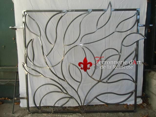 grille sur mesure style v g tal aix en provence ferronnier var 83 ferronnerie d 39 art la. Black Bedroom Furniture Sets. Home Design Ideas