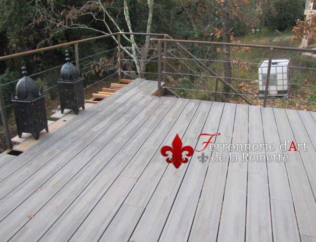 terrasse sur pilotis structure metal hy res ferronnier var 83 ferronnerie d 39 art la reinette. Black Bedroom Furniture Sets. Home Design Ideas