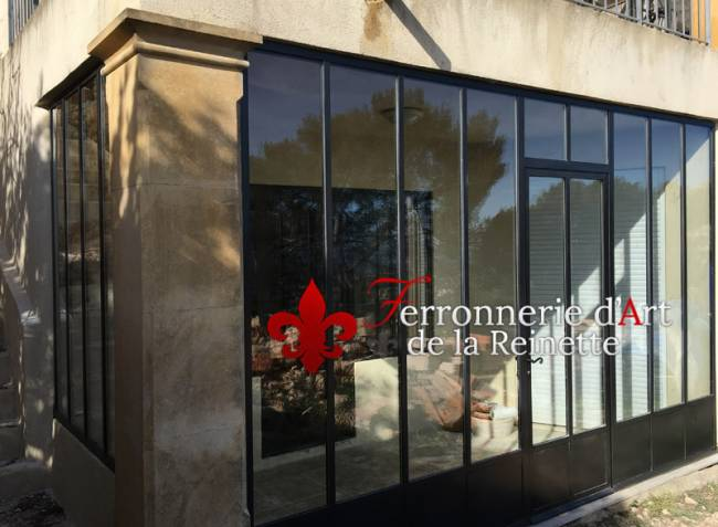 Porte en verre structure metal style atelier d 39 artiste toulon ferronnier var 83 for Porte en fer atelier