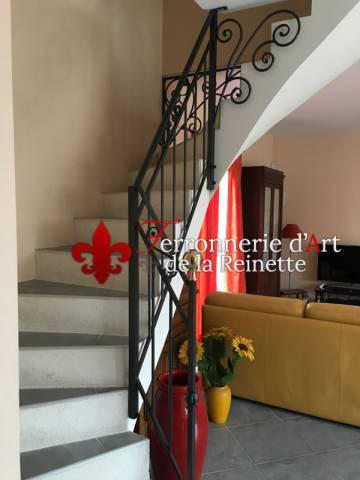 rampe en fer forg sur mesure pour escalier int rieur aix en provence ferronnier var 83. Black Bedroom Furniture Sets. Home Design Ideas