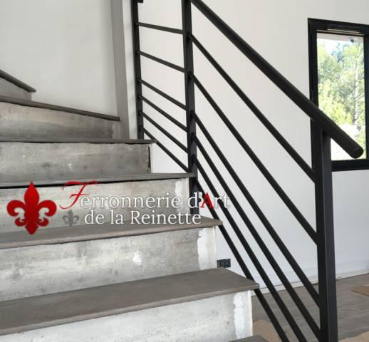 rampe d 39 escalier moderne r alis sur mesure aix en provence 13 ferronnier var 83. Black Bedroom Furniture Sets. Home Design Ideas